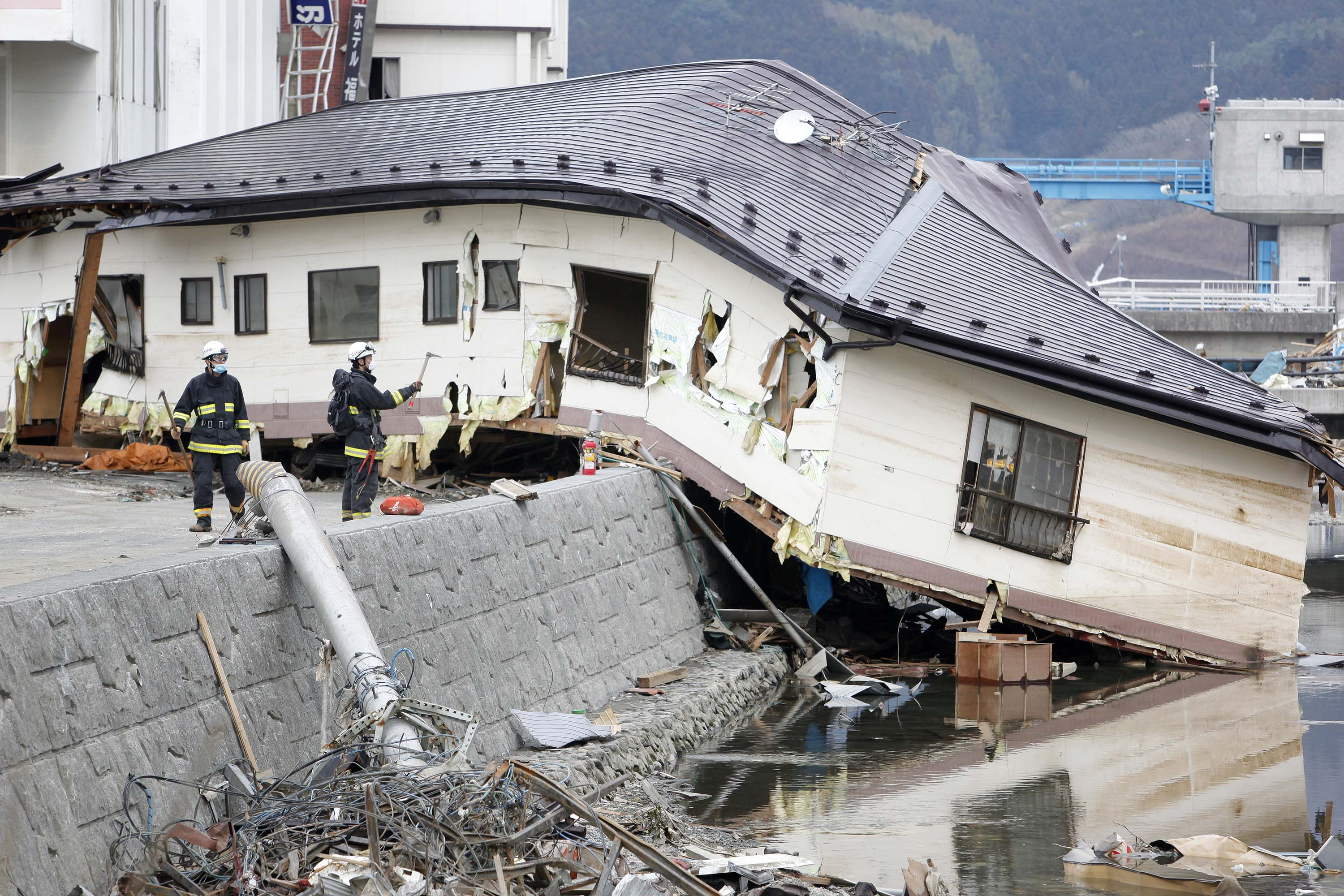 major issues and consequences of the earthquake Earthquakes, also called temblors, can be so tremendously destructive, it's hard to imagine they occur by the thousands every day around the world, usually in the form of small tremors.