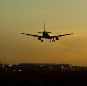 airplane_evening_landing